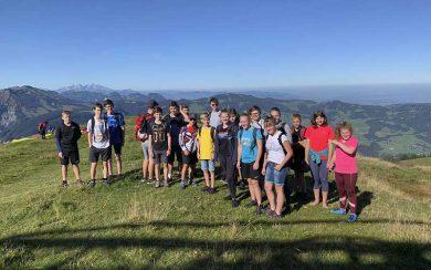 Wandertag von Bezau Baumgarten nach Schönebach mit der 1. Klasse Werkraumschule