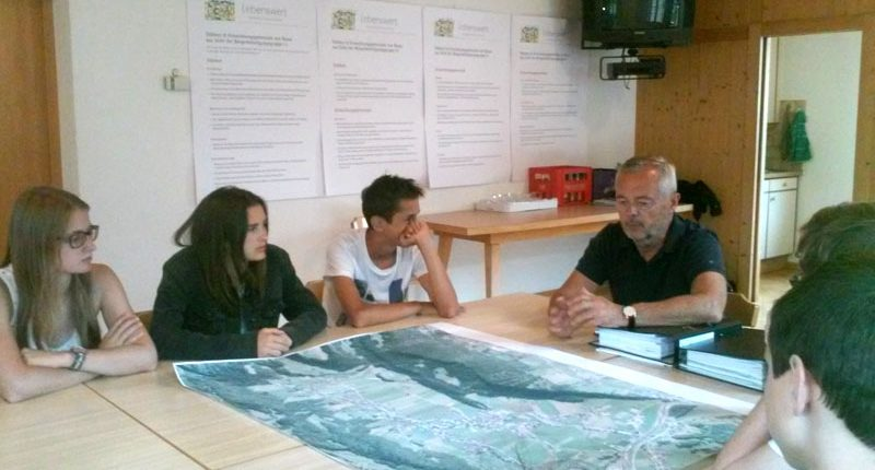 Dorfplanung Bezau: Bürgermeister Steurer mit der 3. HAK