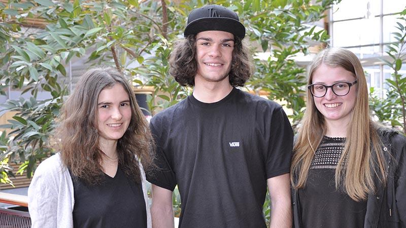 Anna Jäger, Jakob Fink und Daniela Kranzelbinder von der HAK Bezau gewinnen den Businessplanwettbewerb der Bank Austria.