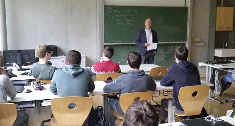 Vortrag mit Heinz Holzknecht UNIQUA an der HAK Bezau