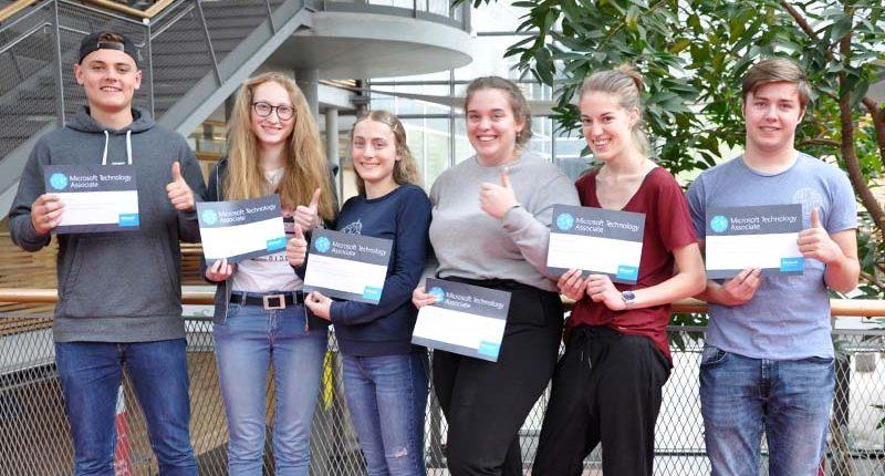 Schülerinnen und Schüler der 5. HAK haben das MTA-Zertifikat HTML und CSS abgelegt.