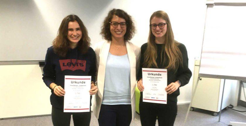 Anna Jäger und Daniela Kranzelbinder aus der HAK Bezau belegen bei der Entrepreneurship Landesmeisterschaft den 2. Platz.