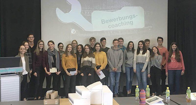 HAK Bezau besucht ihre Partnerfirma Meusburger in Wolfurt.