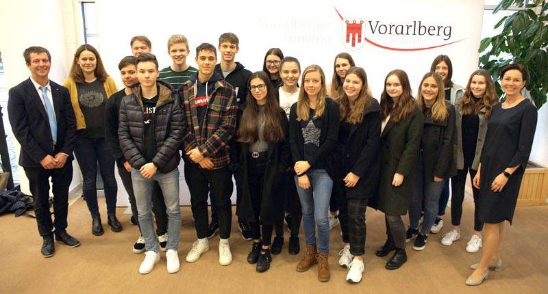 HAK Bezau zu Besuch im Vorarlberger Landtag bei Martina Rüscher.