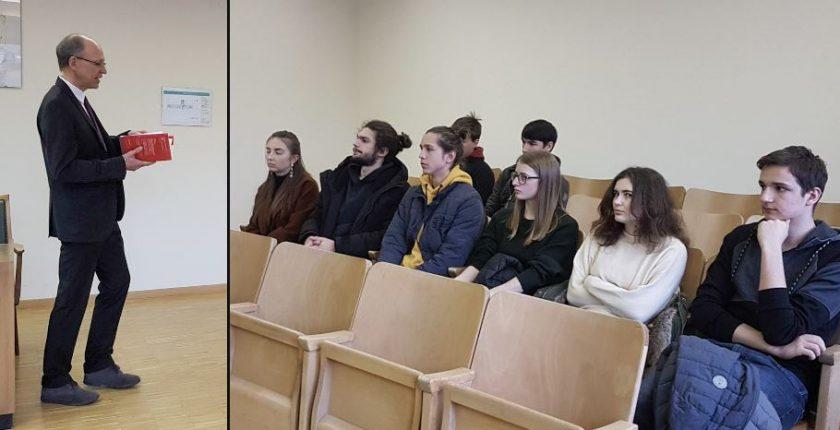 Besuch der HAK Bezau beim Bezirkgericht mit Bertram Metzler