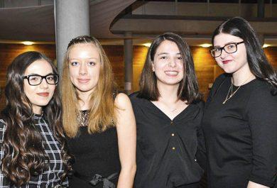 Auszeichnung beim Businessplanwettbewerb der Bank Austria - Melike, Selina, Eileen und Kathrin von der HAK Bezau