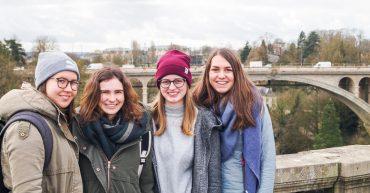 Lisa Maria Müller, Anna Jäger, Daniela Kranzelbinder und Melanie Kohler gewinne den 1. Preis im Generation Euro Students' Award der Europäischen Zentralbanken