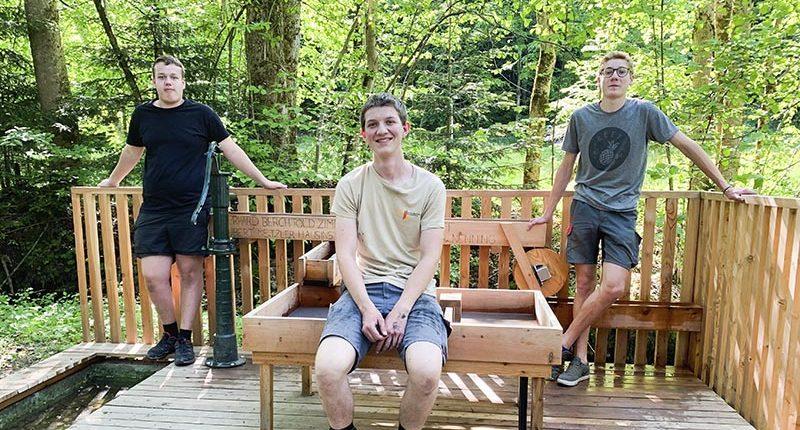 Florian Bolter, Joachim Berchtold und Christoph Huber mit ihrem Wasserspielplatz in Hittisau