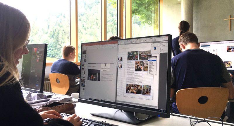 Gestaltung und Satz des Jahresberichts - ein Klassenprojekt der III. HAK Bezau.