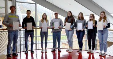 Die Kandidaten und Kandidatinnen der HAK Bezau mit ihrem First Certificate in English