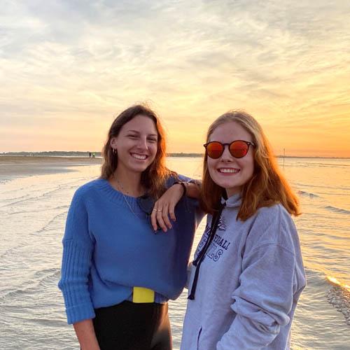 Franca Köb und Anna Moosmann aus der HLT Bezau absolvierten ein Sommerpraktikum auf Caorle