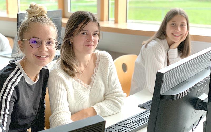 Schülerinnen der 2A-Klasse der HAK Bezau