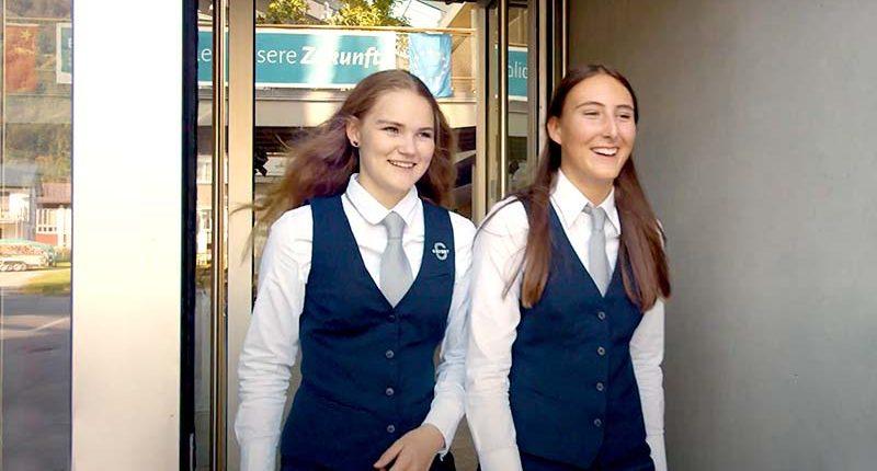 Lina Sutterlüty und Ciara Nicolussi - Schülerinnen der GASCHT Bezau