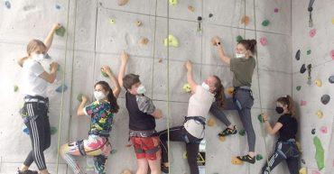 Die HLT Bezau lernte die richtige Klettertechnik in der K1-Halle in Dornbirn.