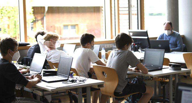 Die erste HAK-Klasse beim Python-Workshop in Kooperation mit der FHV