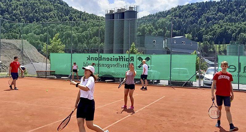 Tennisnachmittag mit der 4. HAK Bezau